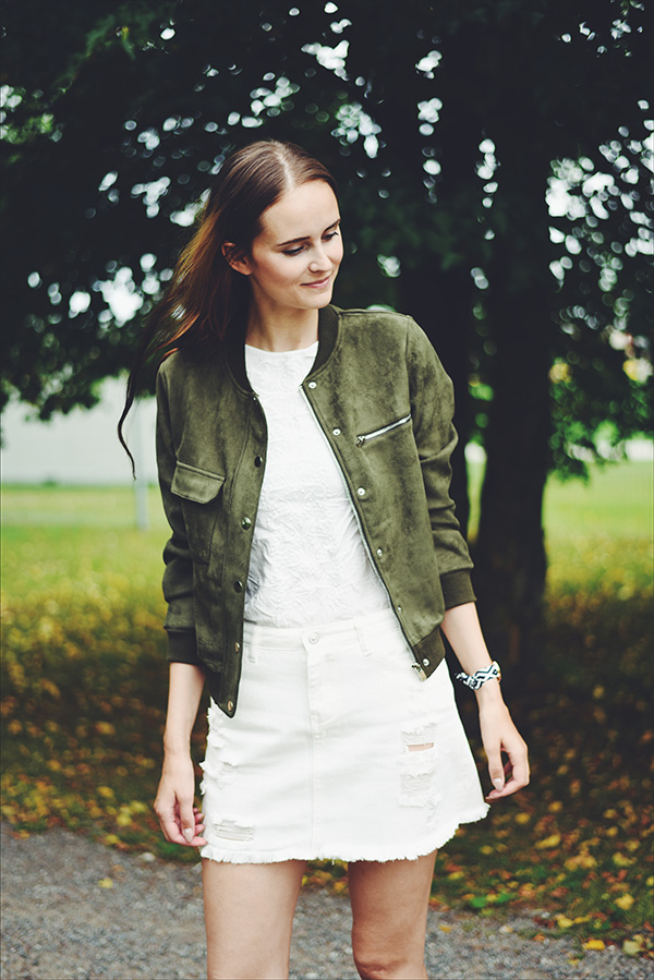 white denim skirt Shein, espardilles New Look, blouse H&M, army green suede bomber Romwe, rich gone broke watch käekellad.ee , outfit ootd Mariliis Anger moeblogija, blogija, riietus, suvi, suvetrend valge teksaseelik