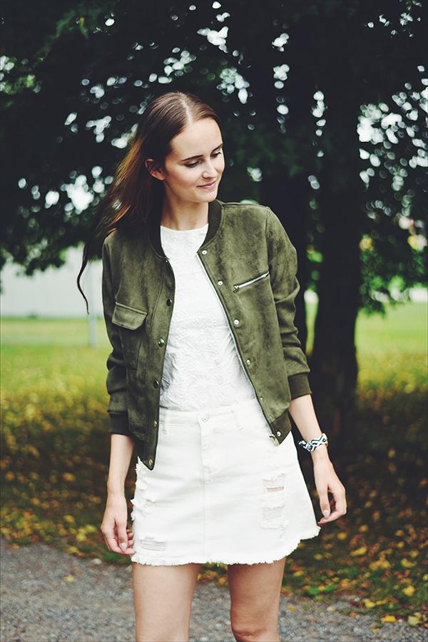 white denim skirt Shein, espardilles New Look, blouse H&M, army green suede bomber Romwe, rich gone broke watch käekellad.ee , outfit ootd Mariliis Anger moeblogija, blogija, riietus, suvi, suvetrend valge teksaseelik