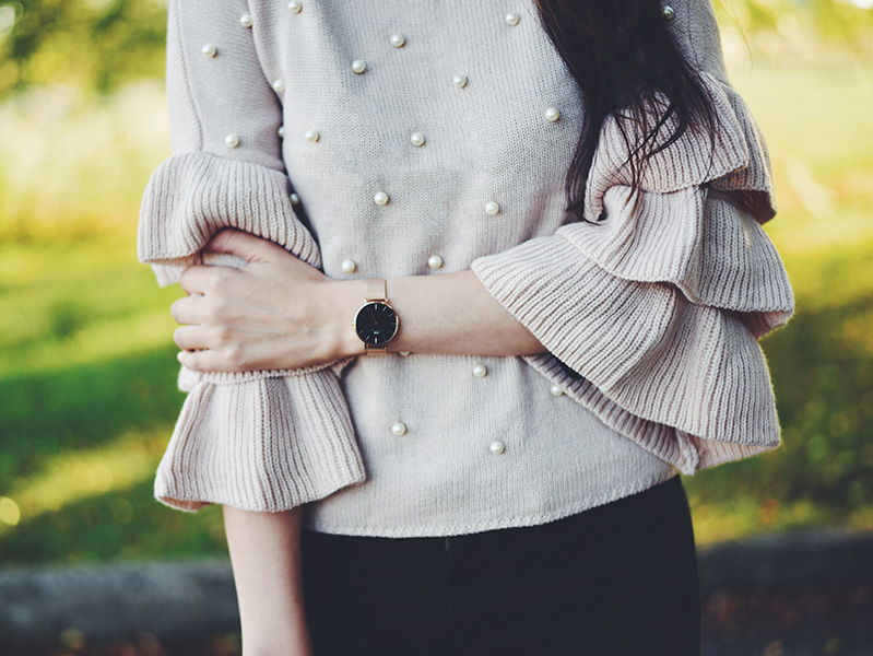 Mariliis Anger outfit of the day light pink pear jumper, Daniel Wellington watch