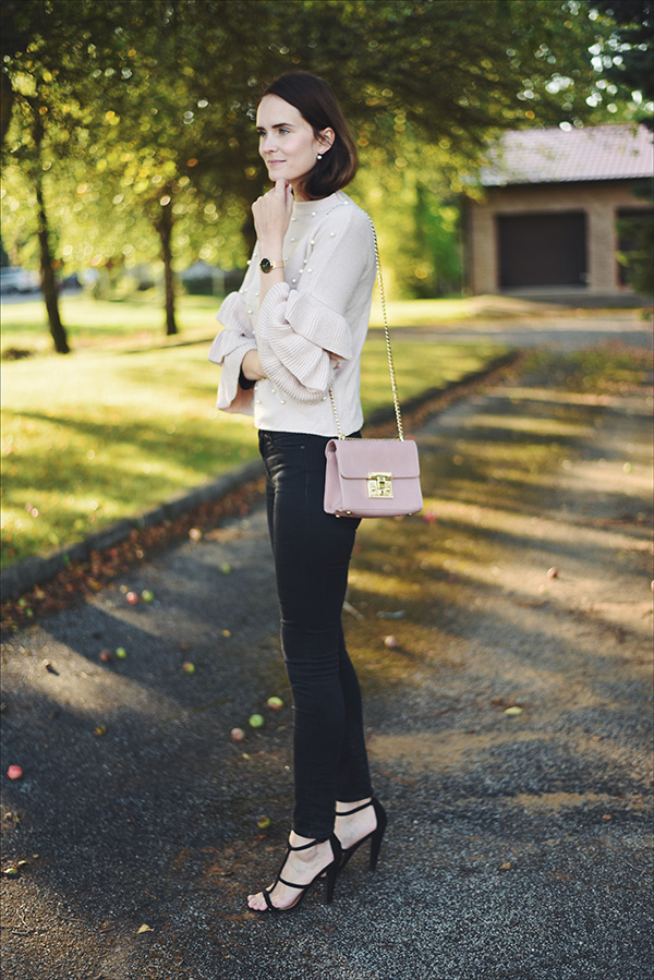 Mariliis Anger outfit of the day, light pink pearl jumper, Daniel wellington watch, Asos shoes, light pink gold details bag