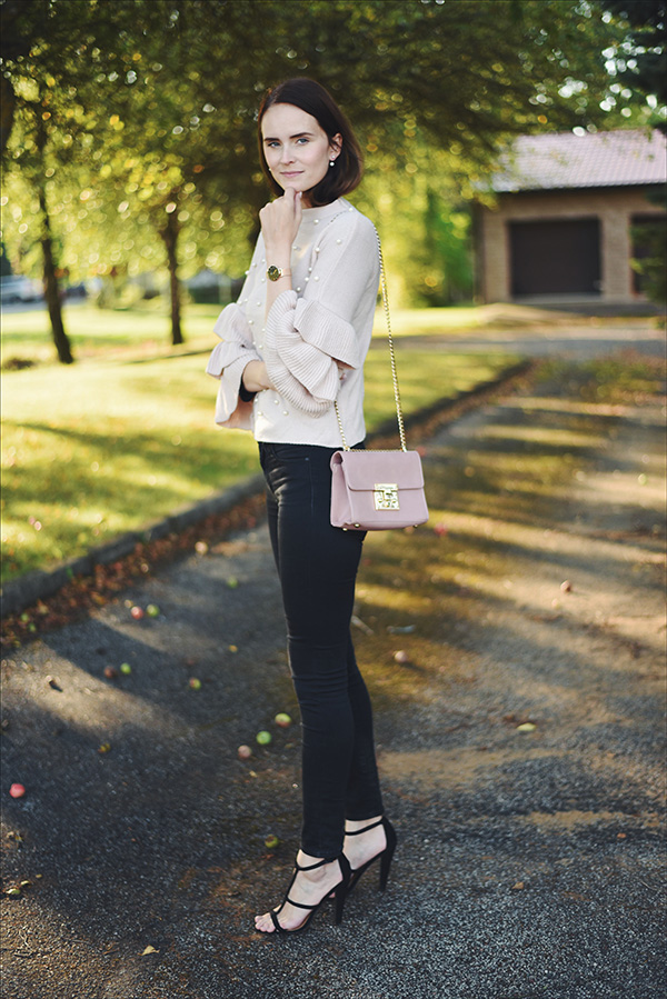 Mariliis Anger outfit of the day, light pink pearl jumper, Daniel Wellington watch, Asos shoes, pink bag gold details