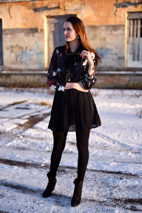 Mariliis Anger - OUTFIT OF THE DAY - satin flower bow blouse, pleated black skirt